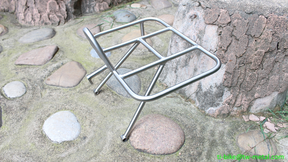 Titanium front rack in retail